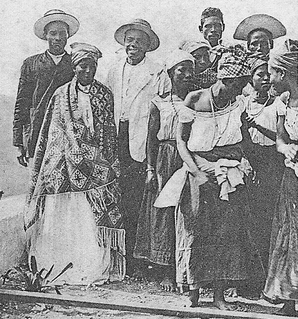 Rare view of a Cape Verde panos in use, worn at a batuque dance. Detail of a vintage postcard, circa 1905, authocapvert[2] (1)